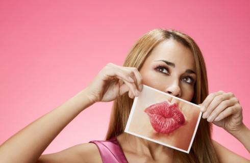 Labbra carnose come Kylie Jenner: il gioco virale è pericoloso