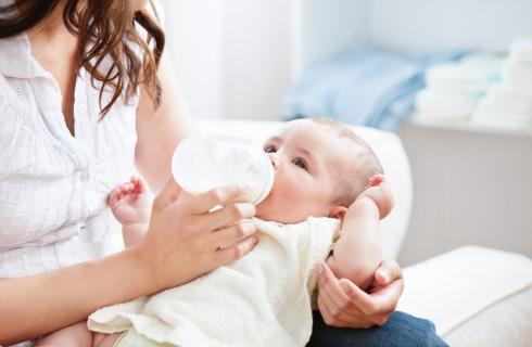 Latte materno venduto on line: casi di contaminazione
