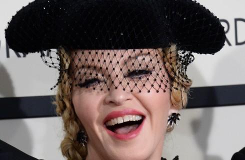 Madonna in topless su Instagram: è polemica