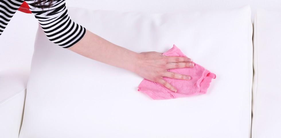 Come pulire la pelle del divano prodotti - Pulire divano in pelle da inchiostro ...