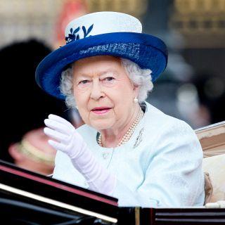 Vizi e gaffe della Regina Elisabetta rivelati in un libro