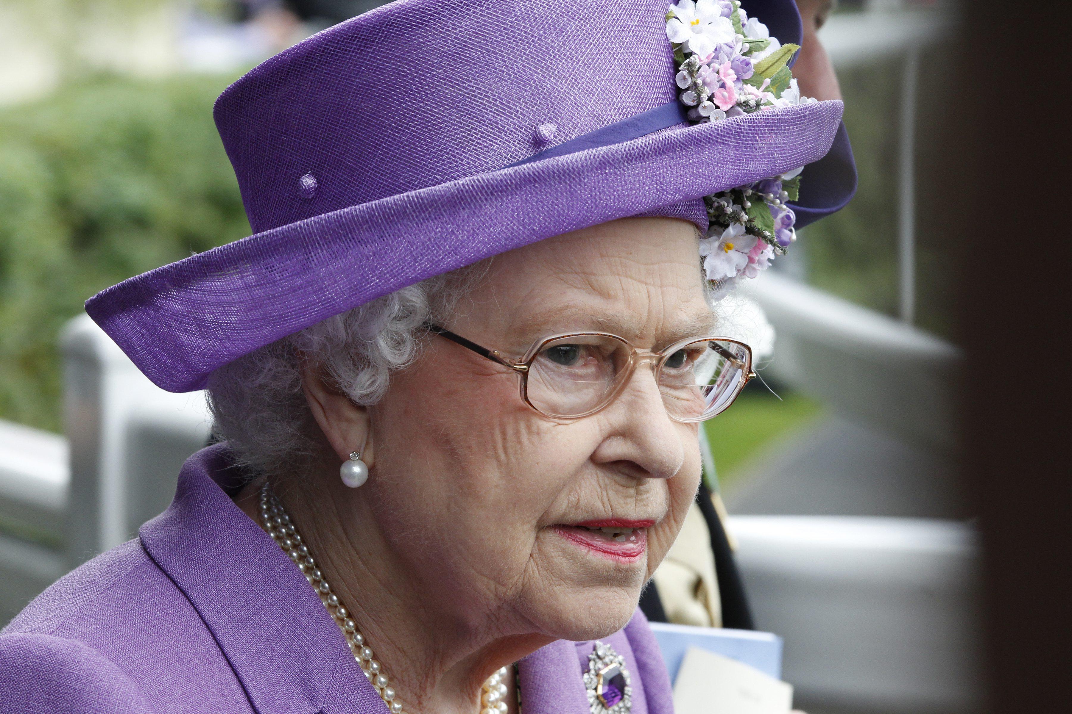 Regina Elisabetta II: i look di Sua Maestà