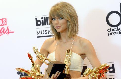 È Taylor Swift la donna più hot del mondo secondo Maxim
