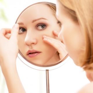 Acne: 5 rimedi naturali per combatterla