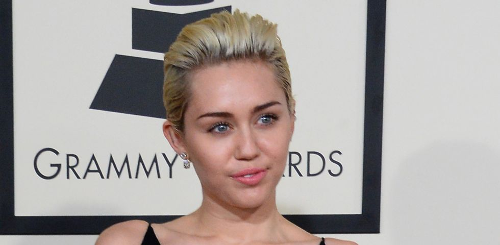 Strip poker per Miley Cyrus e Zoe Kravitz
