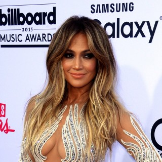 Jennifer Lopez posa in costume per Us Weekley