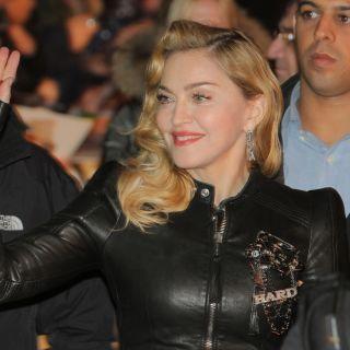 Madonna cambia look con i capelli rosa