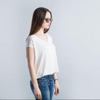 T-shirt bianca: 5 consigli di stile per indossarla