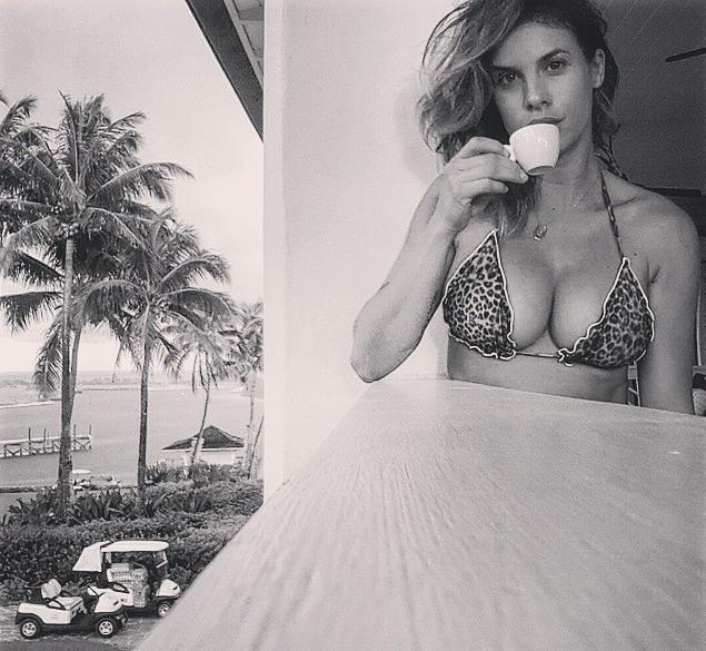 Il pancino di Elisabetta Canalis su Instagram