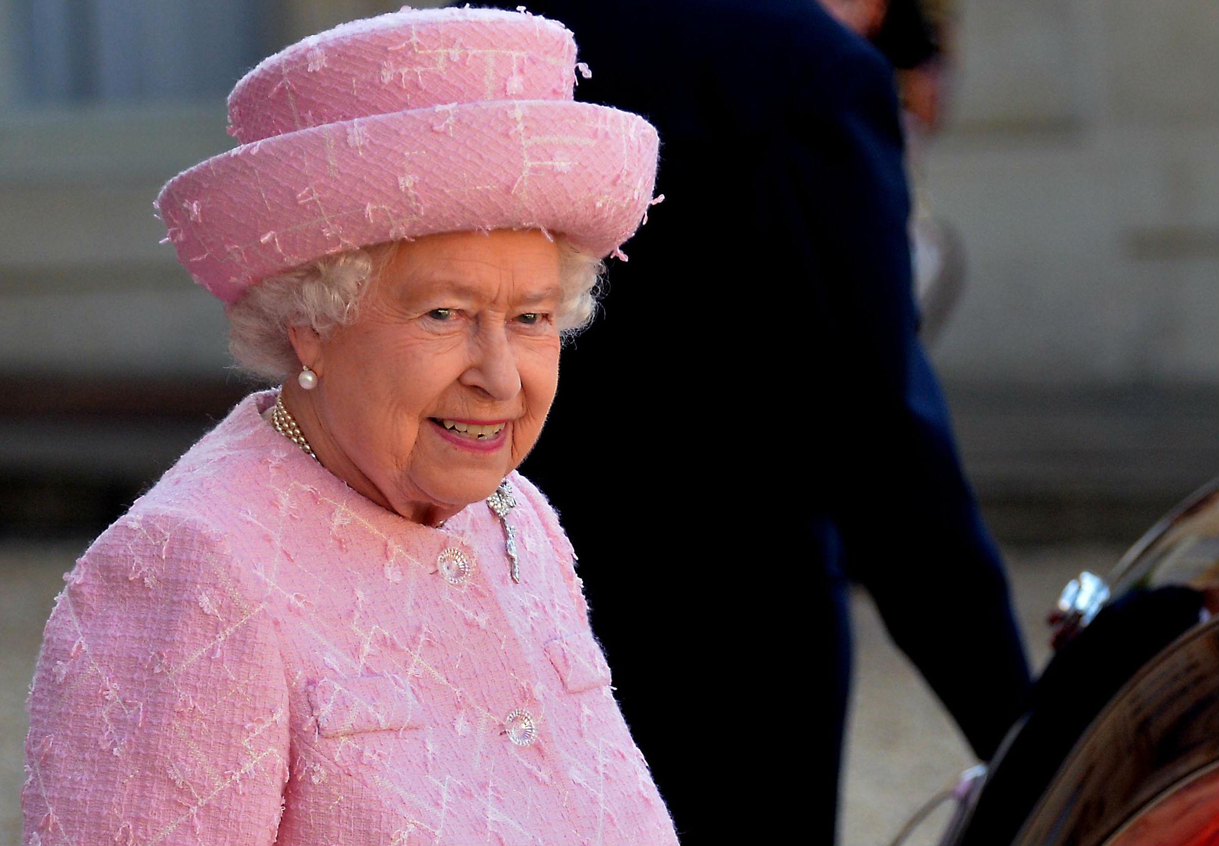 La Regina fa visita a Meghan