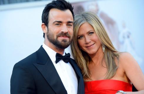 Jennifer Aniston pensa al divorzio a causa di un flirt tra Justin Theroux e Naomi Watts?