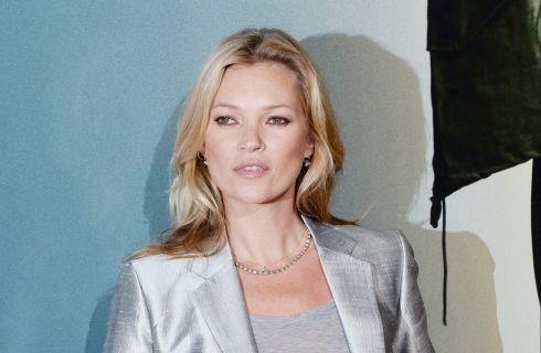 Guai per Kate Moss: la polizia la scorta fuori dall'aereo