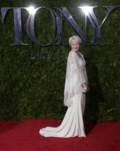 Da Jennifer Lopez a Kendall Jenner, i look ai Tony Awards
