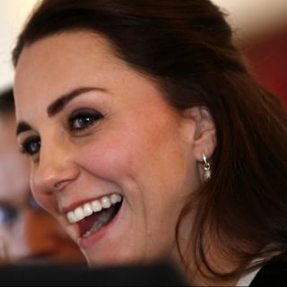 Kate Middleton, prima uscita ufficiale con la Regina