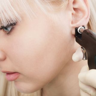 Piercing all'orecchio: significati e tendenze