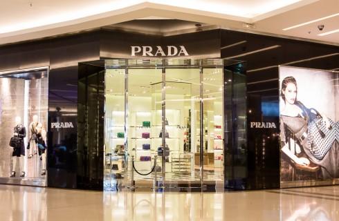 Prezzi più bassi per le borse Prada