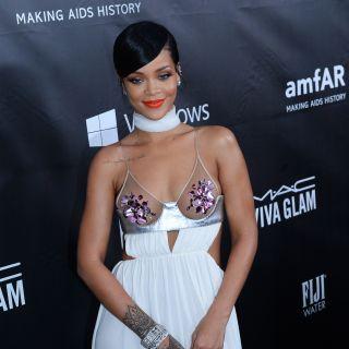 Décolleté in bella vista per Rihanna