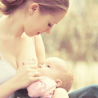 Posizioni allattamento: consigli pratici