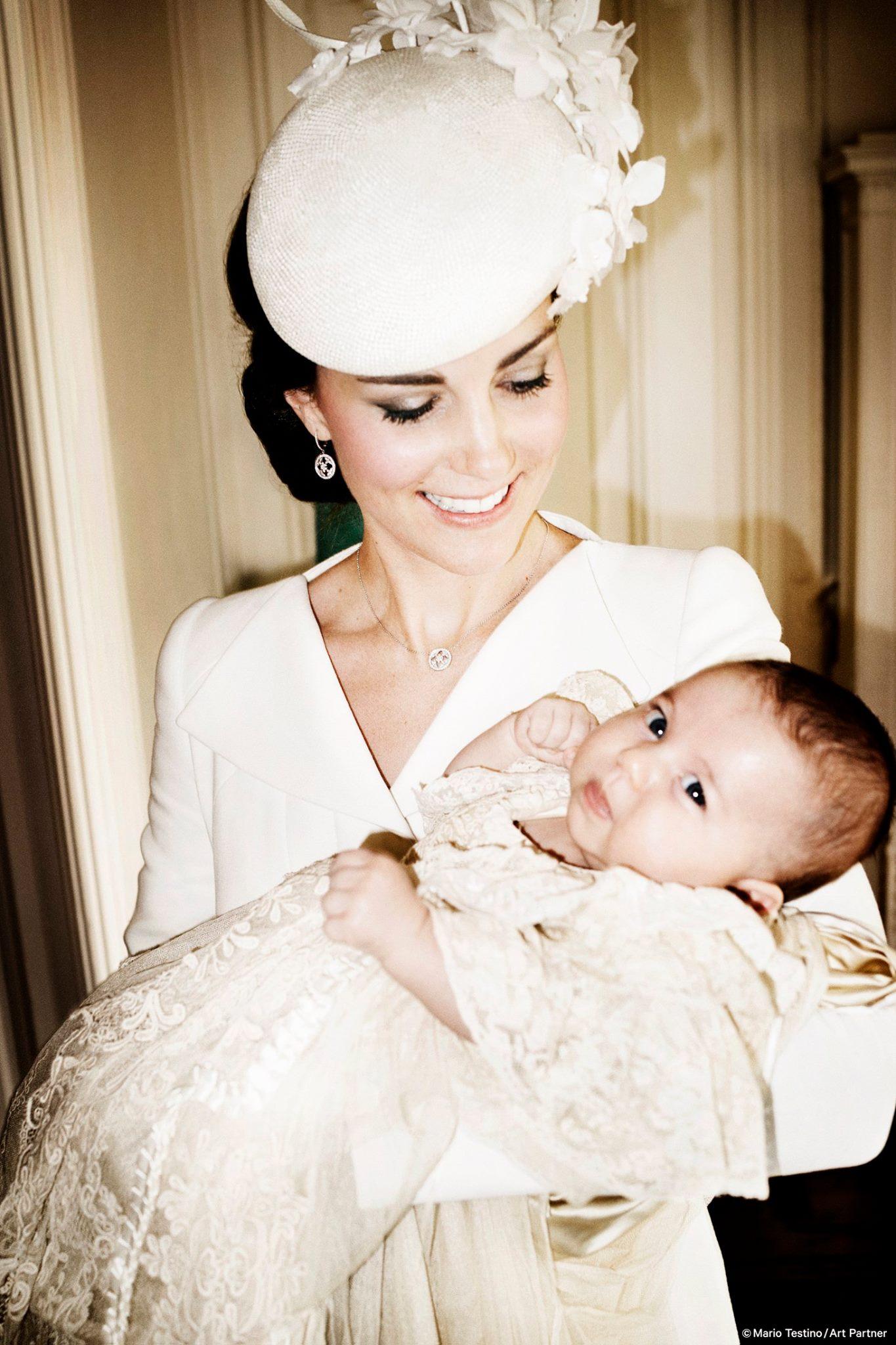 Kate Middleton, le foto ufficiali del battesimo di Charlotte