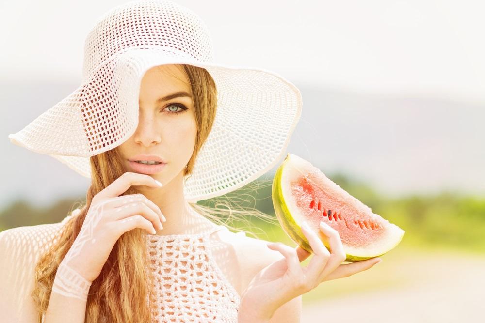 10 alimenti che fanno bene alla pelle diredonna - Alimenti che fanno andare in bagno ...