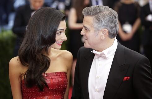 George Clooney al debutto del Late Show parla di Amal