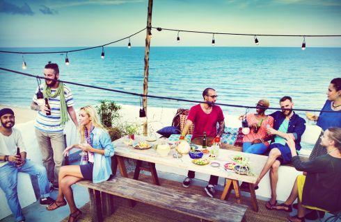 Come organizzare una festa in spiaggia: idee e suggerimenti