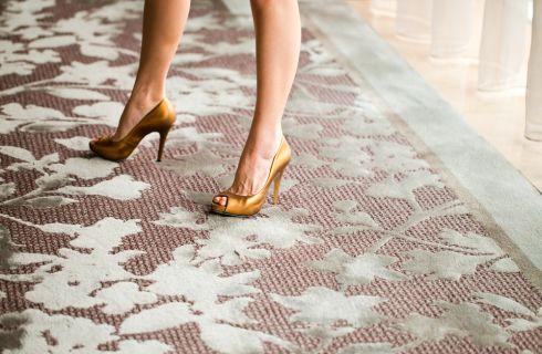 Scarpe oro: 5 regole da rispettare per indossarle correttamente