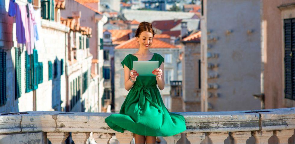 Vestito verde  come abbinarlo a trucco e accessori  fe8a29533d5f