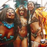 Come ogni anno Rihanna ha partecipato al Carnevale delle Barbados, sfoggiando un costume superhot ricoperto da piume e pietre scintillanti.