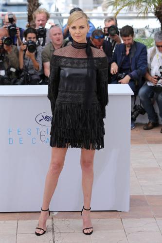 Charlize Theron compie 40 anni, ecco i suoi trucchi di bellezza