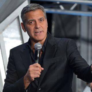 George Clooney photobomber nel selfie di Cindy  Crawford