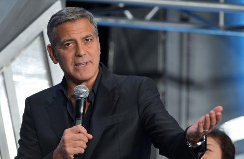 George Clooney photobomber nel selfie romantico di Cindy Crawford
