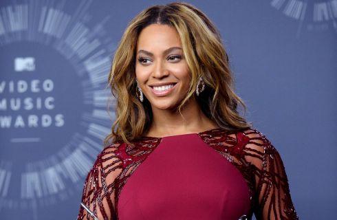 Beyoncé e Blue Ivy sfoggiano lo stesso costume in barca