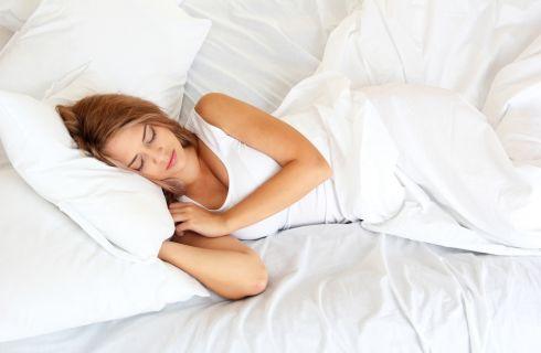 7 trucchi che aiutano a dormire bene