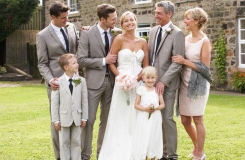 Genitori dello sposo: galateo e abiti