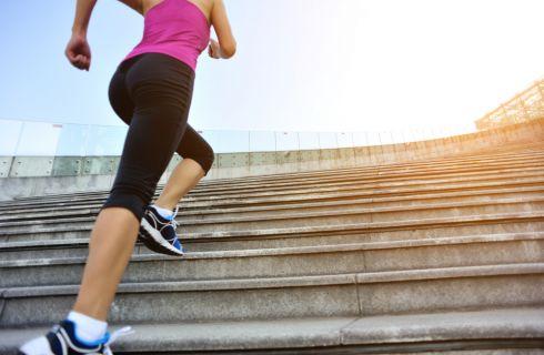 Ginnastica sulle scale: gli esercizi per dimagrire