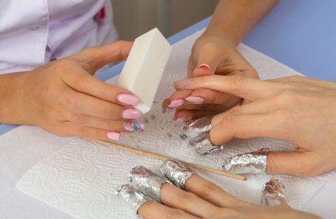 Come rimuovere la manicure con il gel