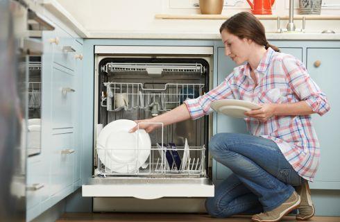 Detersivo lavastoviglie fai da te: come si fa?
