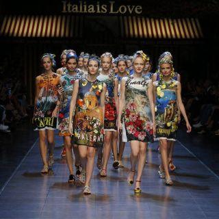 Dolce & Gabbana in passerella con la prima selfie sfilata