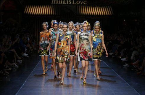 Dolce & Gabbana manda in passerella la prima selfie sfilata