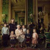 Il principe Gerorge ritratto insieme alla sorella Charlotte e le cugine in occasione dei 90 anni della Regina Elisabetta II (foto: Annie Leibovitz)