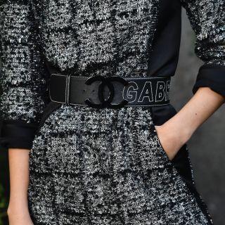 Vestito nero: come abbinare trucco, scarpe e accessori