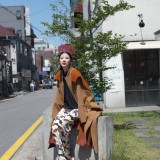 Irene Kim indossa un cappotto di Stella McCartney