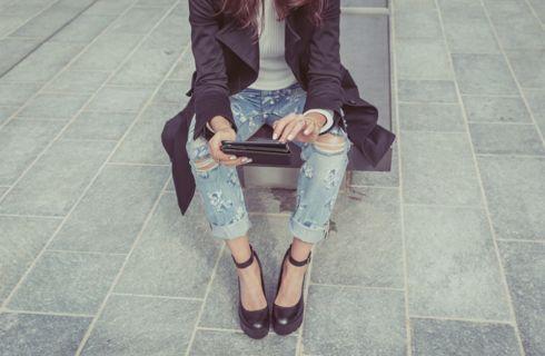 Jeans strappati: come abbinarli correttamente