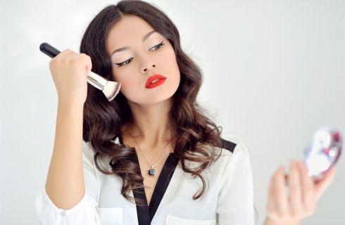 Come abbinare il make up al colore dei capelli