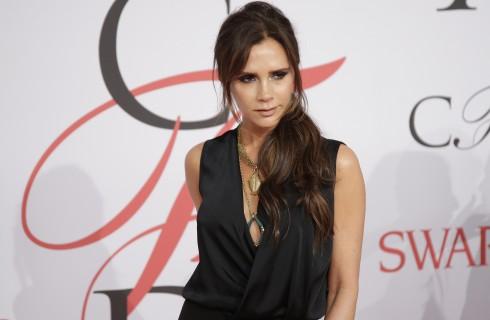 Victoria Beckham: spaccata con tacchi a spillo