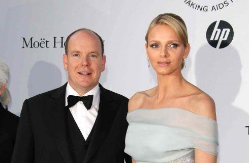 Alberto e Charlène di Monaco salutano il popolo con i gemelli Jacques e Gabriella