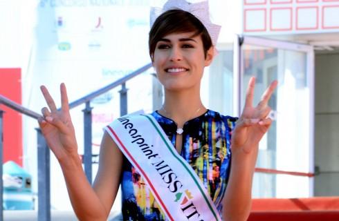 Ennesima gaffe e Tapiro D'Oro per Miss Italia