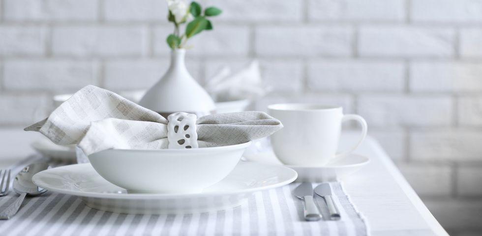Apparecchiare la tavola disporre posate e bicchieri diredonna - Disposizione bicchieri a tavola ...