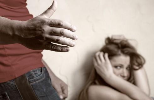 Un punto nero sulle mani per denunciare gli abusi domestici